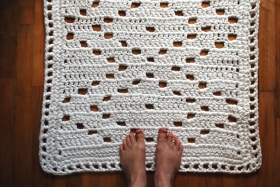 bathroom rug with feet